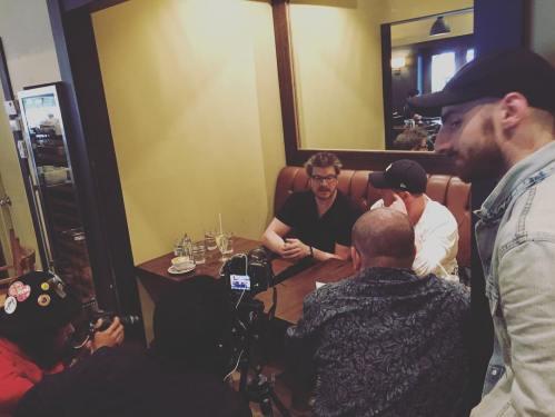 Podz et Alexandre Goyette en entrevue avec Luc et ses collègues de L'itinéraire.
